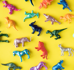 Plastic animals with diver group needs. Credit rawpixel